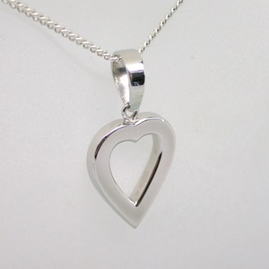 Platinum 999 (pure) heart shapes pendant